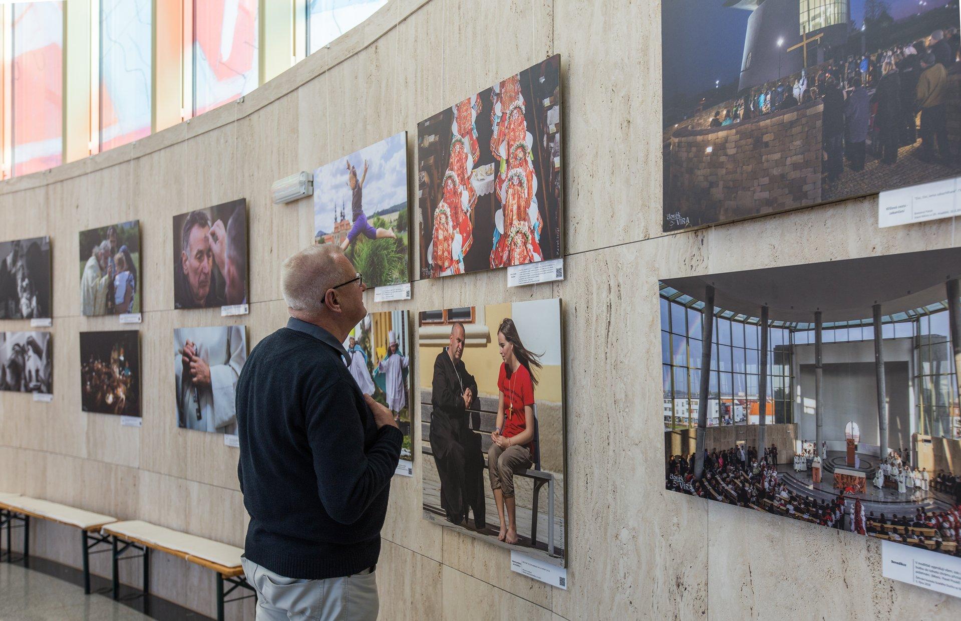 Výstava fotografií Člověka Víra ve Starém Městě  820570bb06